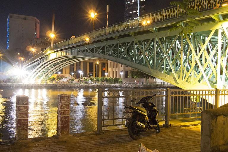 Underside of Mống Bridge