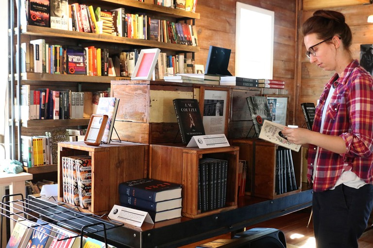 Visitors to The Wild Detectives can browse a large selection of mainstream, indie, local, and Spanish-language books