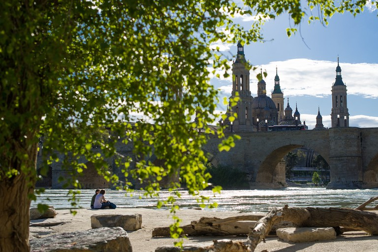 Basilica de Nuestra Senora del Pilar and the Puente de Piedra, Zaragoza, Spain