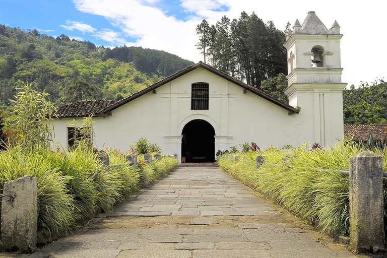 Church Pathway in Costa Rica | © Daniel-Alvarez/Shutterstock