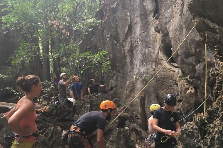 Thakek Green Climbers