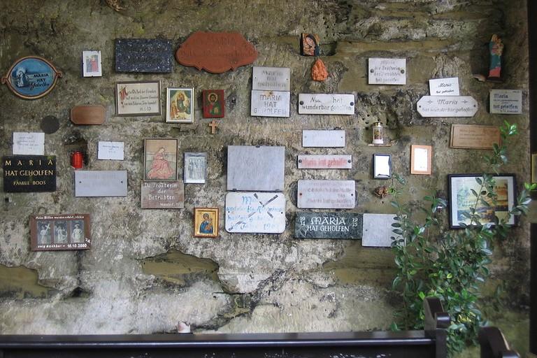 1024px-JWBK5-Kapelle_Maria_am_Stein_Votivtafeln