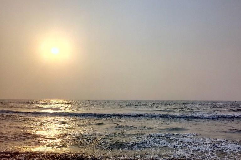 1024px-Sunrise_at_Thiruvanmiyur_Beach1
