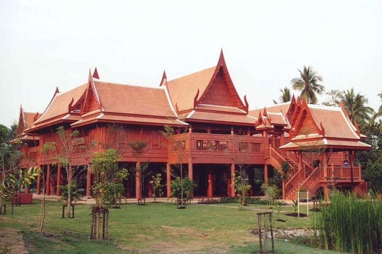 1280px-Amphawa_Rama_II_park_houses_1