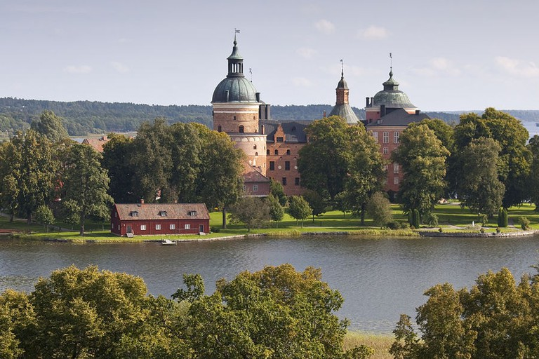1280px-Gripsholms_slott_panorama