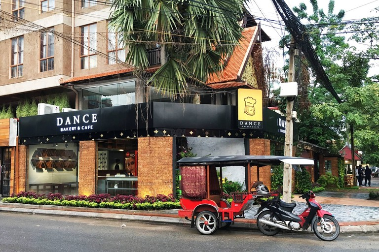 Dance Bakery & Cafe