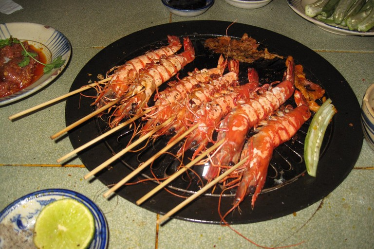 Ho-Chi-Minh-City: prawns on a barbeque