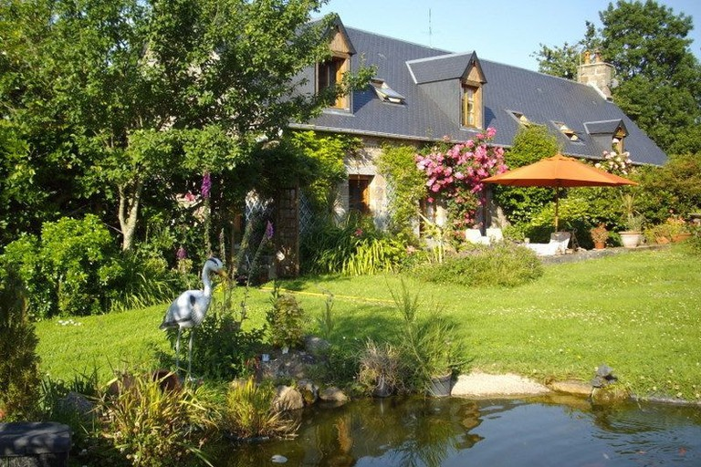 gardens and pond les sabots normandy B&b