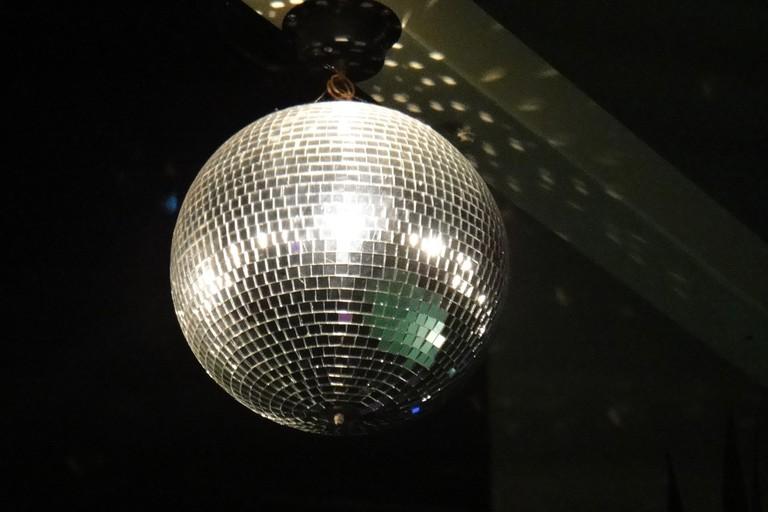 Dance beneath the glitter ball at Felixx | © deluxtrade / Pixabay