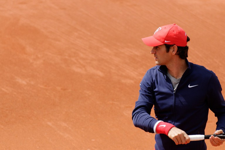Roger Federer on the iconic clay courts of Roland Garros | © superseb694/Flickr