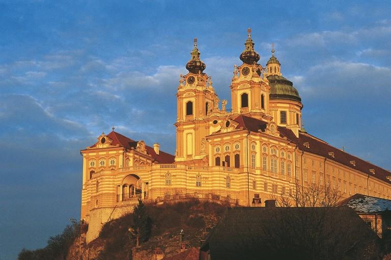 LOWRES_00000015059_Stift-Melk-an-der-Donau-am-Abend_Oesterreich-Werbung_Herzberger - Edited