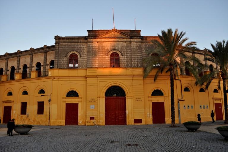 Plaza_toro_puerta_principal_coso_jerez_frontera_01
