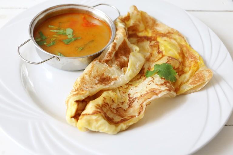 Roti Canai telur and curry sauce   © Kondoruk/Shutterstock