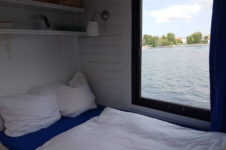 Gemütliches Hausboot (fahrbar) mit Kamin
