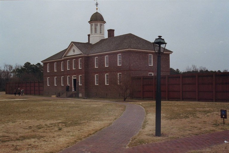 1024px-Old_Public_Hospital,_Colonial_Williamsburg