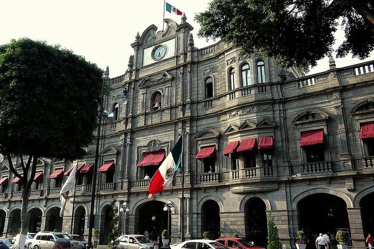 1024px-Palacio_Municipal,_Puebla,_México.