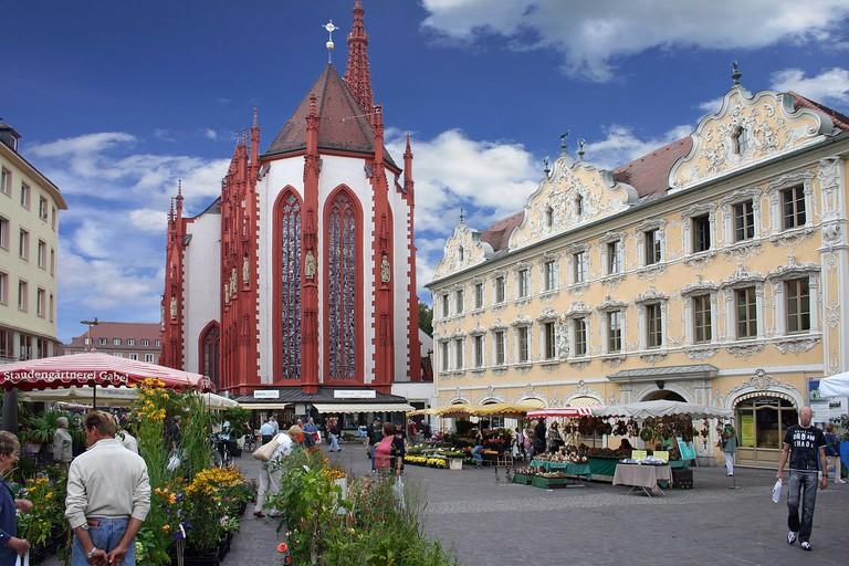 1280px-Markt-Falkenhaus-Wuerzburg