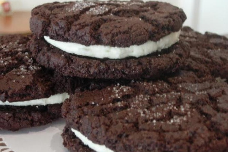 56-3628236-red-velvet-oreo-cookie