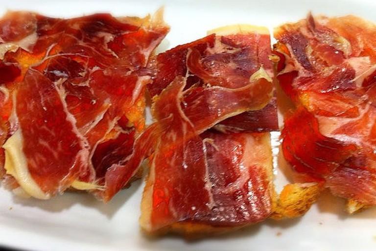 600px-Tostada_con_tomate_y_jamon_iberico