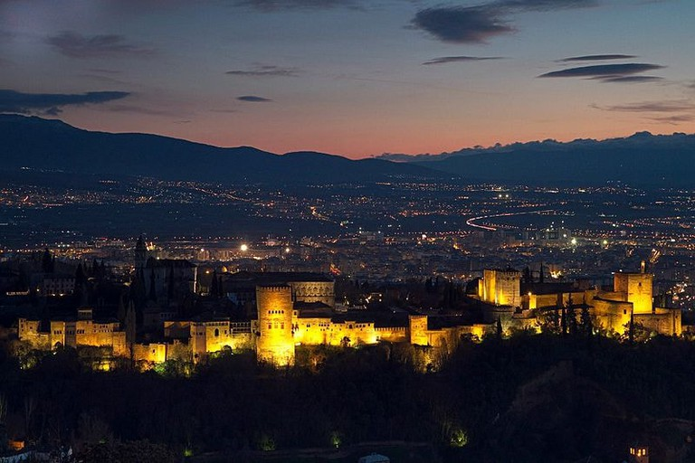 Alhambra_palace_and_surrounding_area