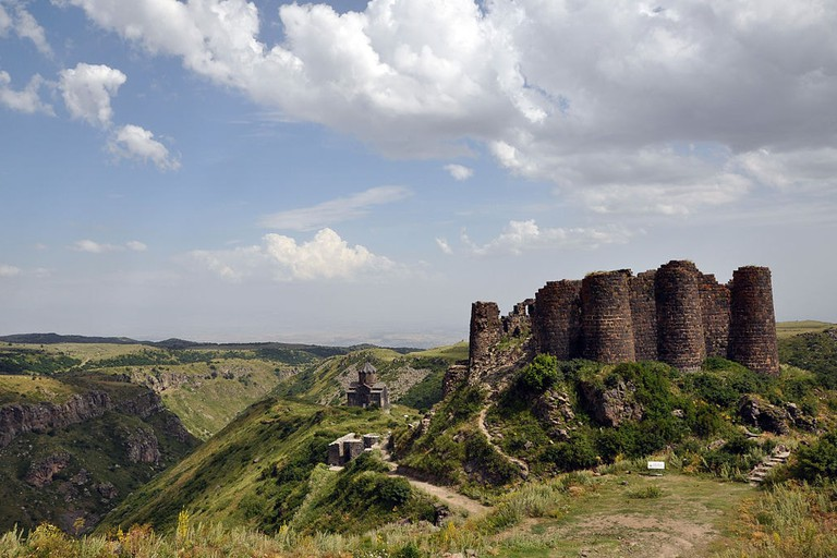 Amberd_fortress_and_church_2009