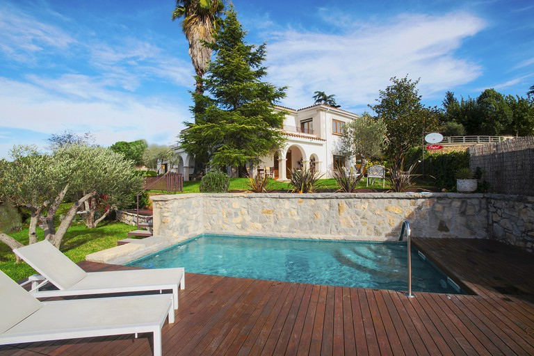 Poolside in the garden Courtesy of Montjuic Bed and Breakfast