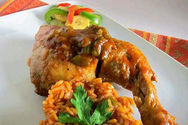 Jollof_rice_with_fried_chicken_and_vegetables