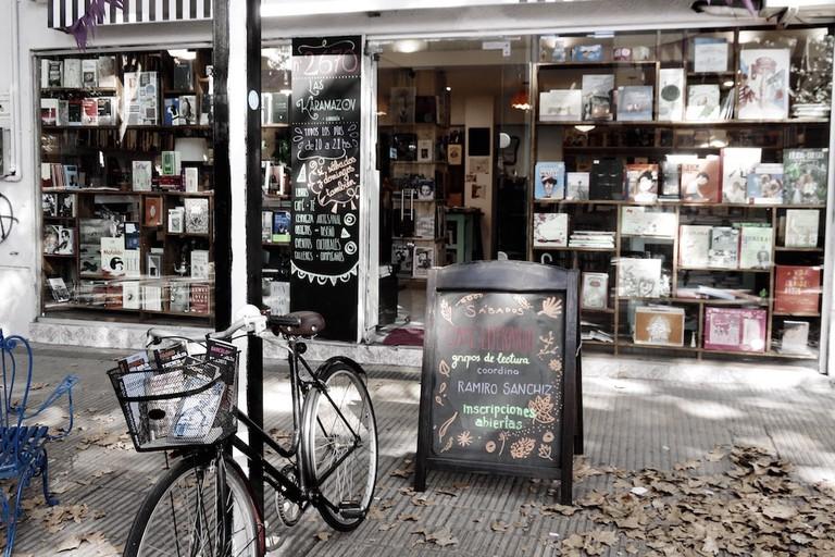 Las Karamazov, librería Uruguay, Montevideo