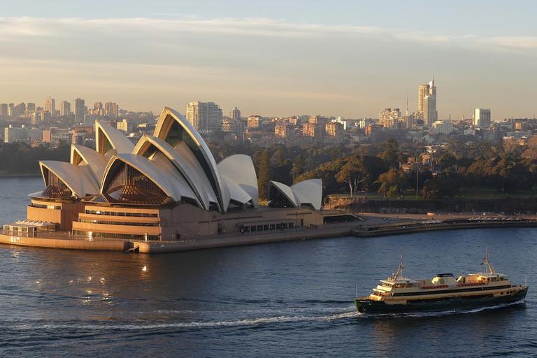 Manly Ferry passing through Sydney Harbour © Ed Dunens / Flickr