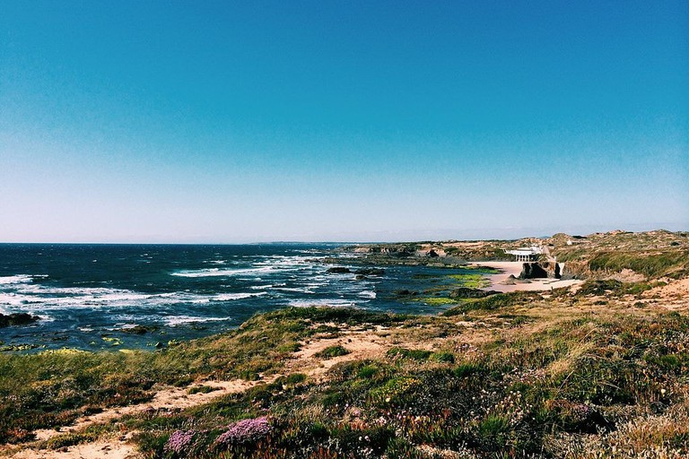 Praia_na_Costa_Vicentina_durante_a_Primavera