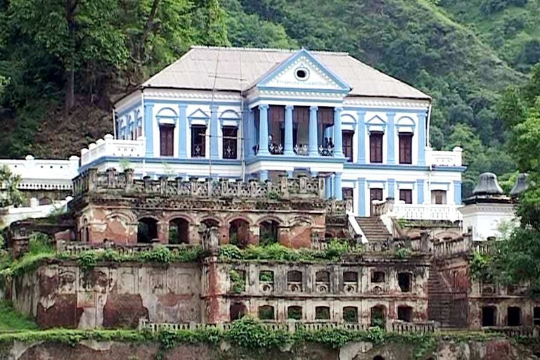 Ranighat Palace is on the banks of the Kali Gandaki River