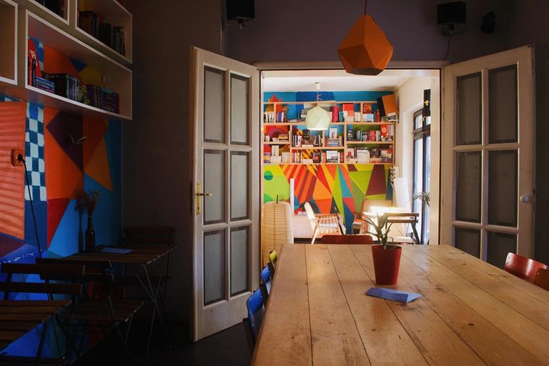 The colourful interior of Knjigodrom Topolska 18