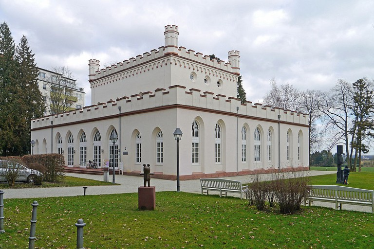 1200px-Gotisches-Haus-2014-Bad-Homburg-n011