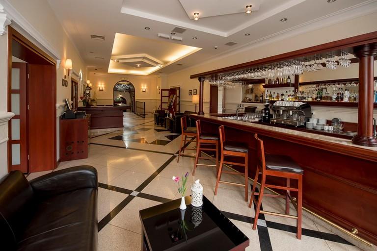 Lobby and bar at Hotel Atrium   © Hotel Atrium