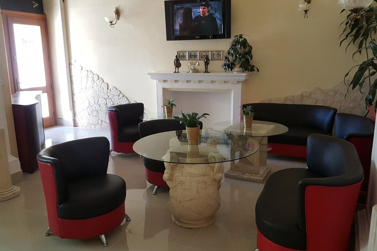Main lounge at Bristol Hotel | © Bristol Hotel