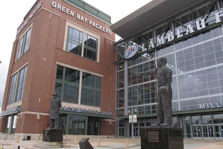 Green Bay Packer Statues | © Ken Lund/flickr