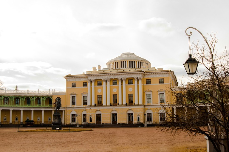 Pavlovsk Palace on a quiet autumn day