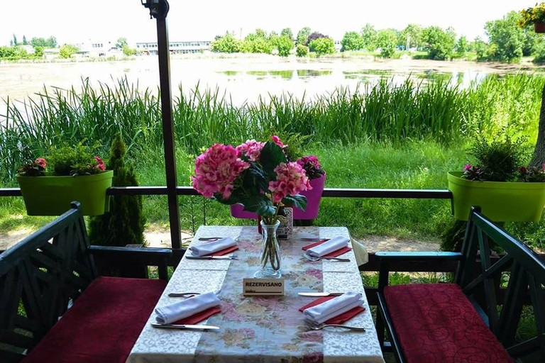 Fancy a spot of dinner by the lake?