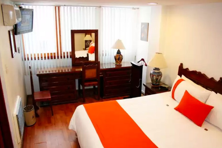 There are 28 rooms at Hotel Suites Amberes