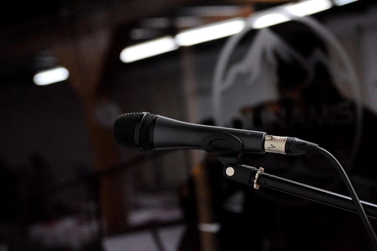 microphone-3090283_1920