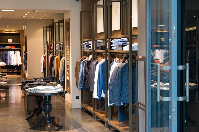 https://pixabay.com/en/shop-clothes-clothing-shopping-mall-906722/