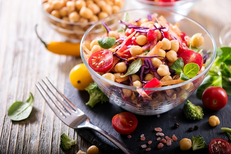 Chickpea and veggies salad