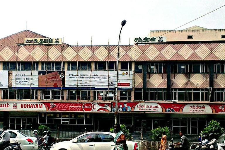 Udhayam_theatre_in_chennai.jpeg