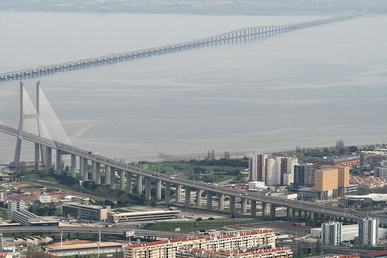 Vasco_da_Gama_Bridge_aerial_view