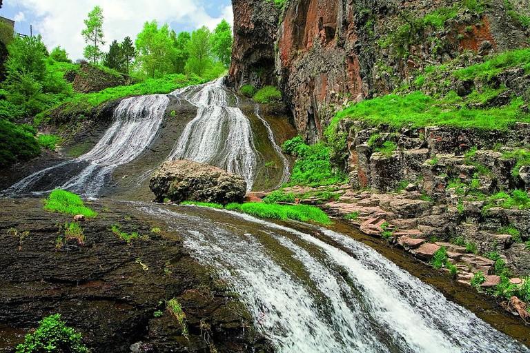 1024px-Jermuk_Waterfall4