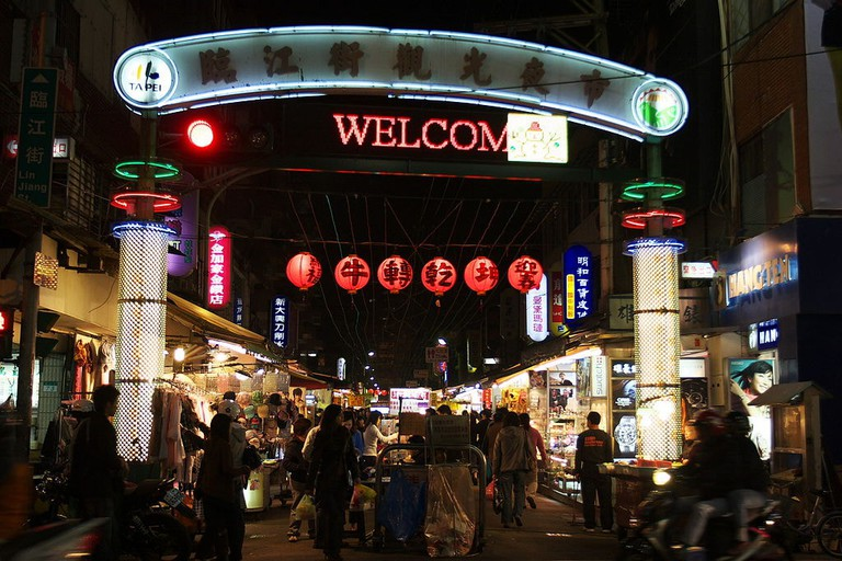 https://zh.wikipedia.org/wiki/File:Linjiang_Street_Night_Market.jpg