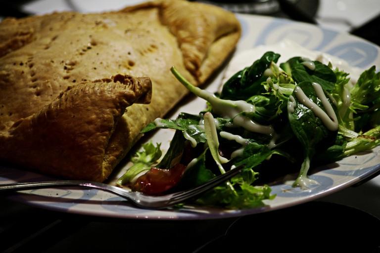 Empanadas and salad © Nico Nelson