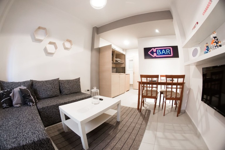 city-centre fully equipped modern apartment