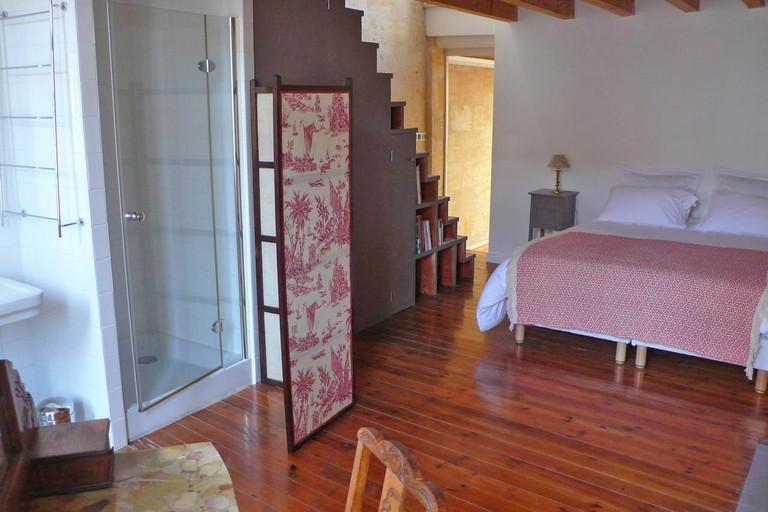 Guest room at La Maison Des Vignes