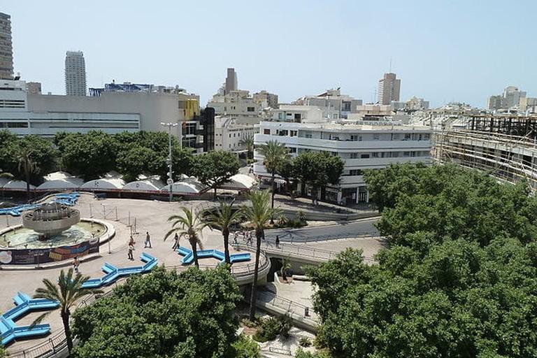640px-Cinema_Hotel_Balcony_view_of_Dizengoff_Square_P1150325